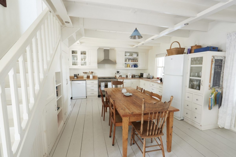 stolik w jadalni lub kuchni